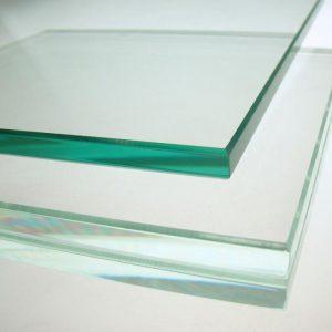 Kính trắng trong cường lực được sử dụng phổ biến trong xây dựng làm vách kính, cầu thang, lan can, ô cửa...