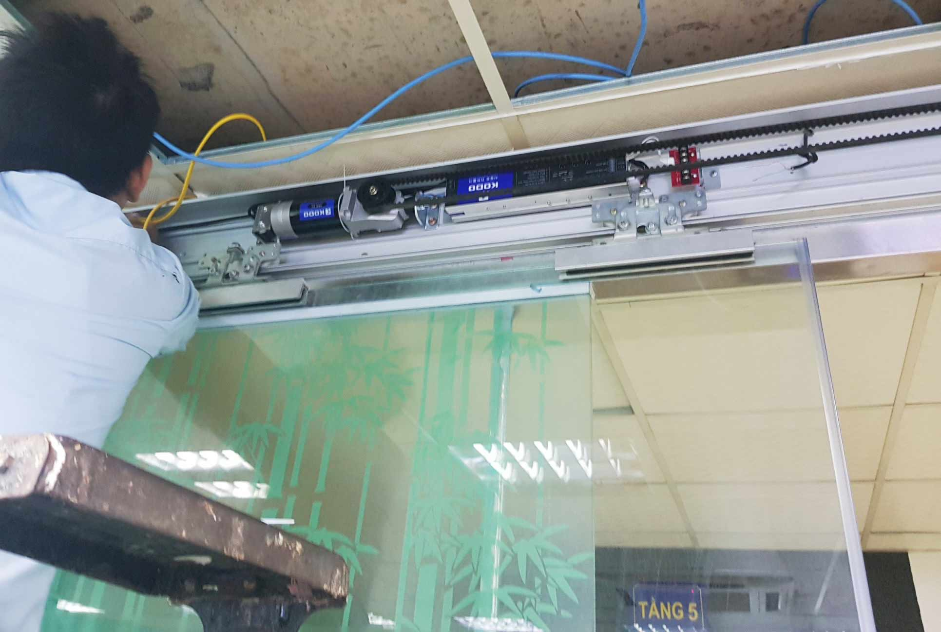 Công trình cửa kính tự động mở lùa mắt thần văn phòng công ty Baconco Phú Mỹ, Tân Thành